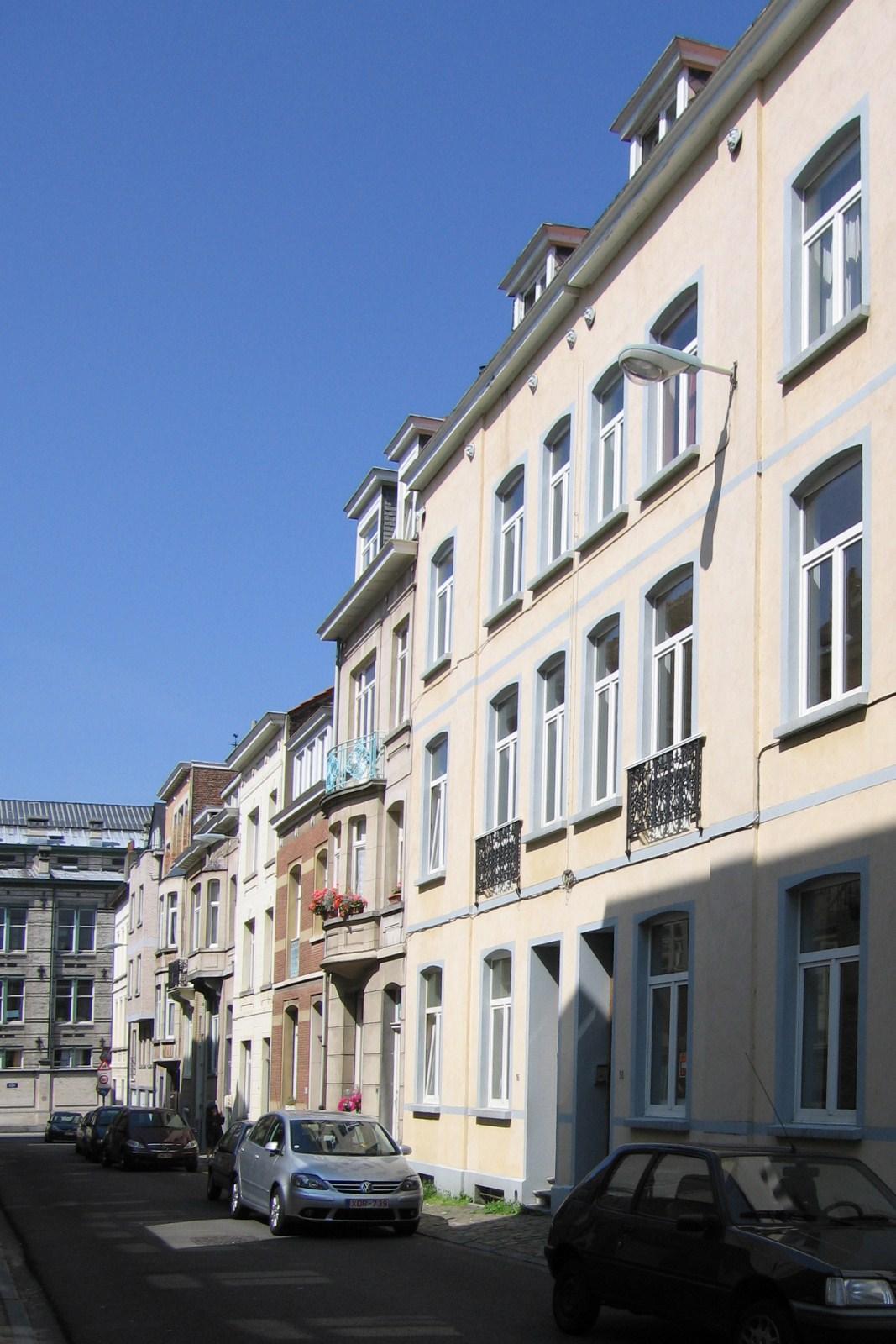 Rue de l'Étendard, côté pair, vers la rue Véronèse., 2007