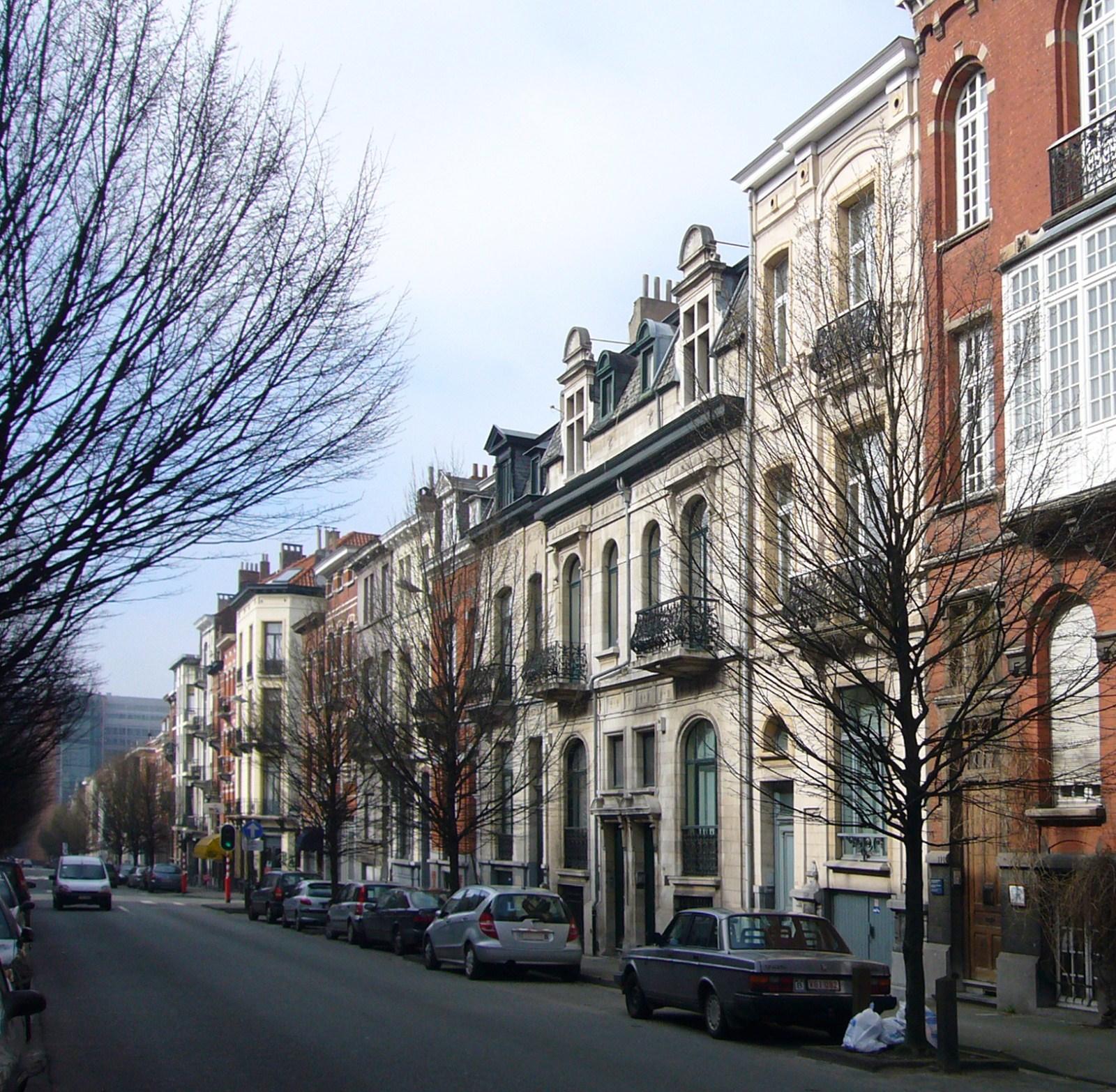 Rue Franklin, côté pair, depuis la rue Le Titien, vers le carrefour Jean Monnet., 2009