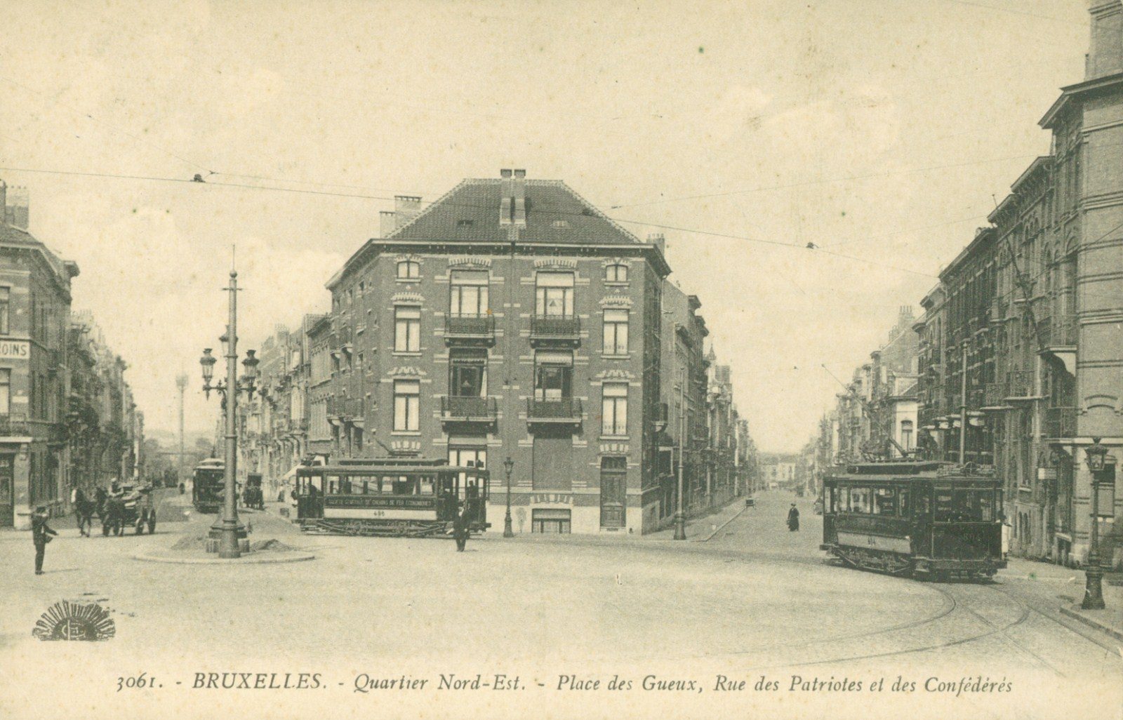 Vue de la place des Gueux vers les rues des Patriotes et des Confédérés (Collection de Dexia Banque).