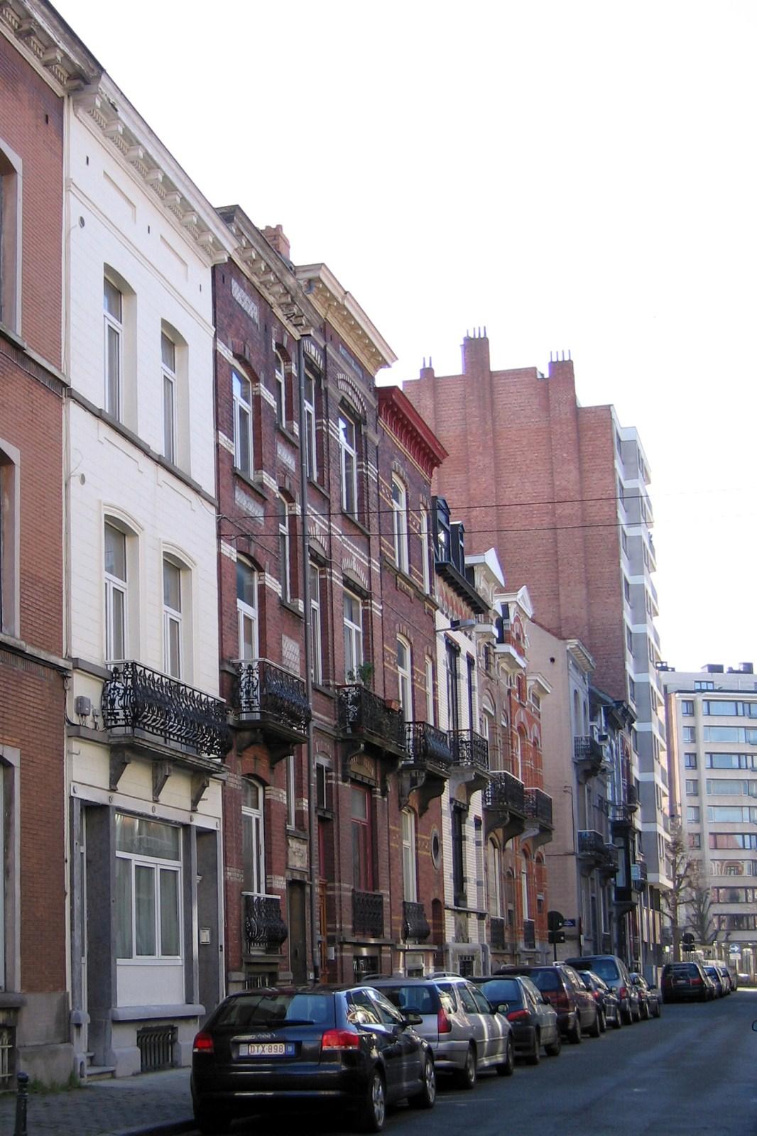 Rue Jenneval, côté impair vers le square Marguerite., 2007
