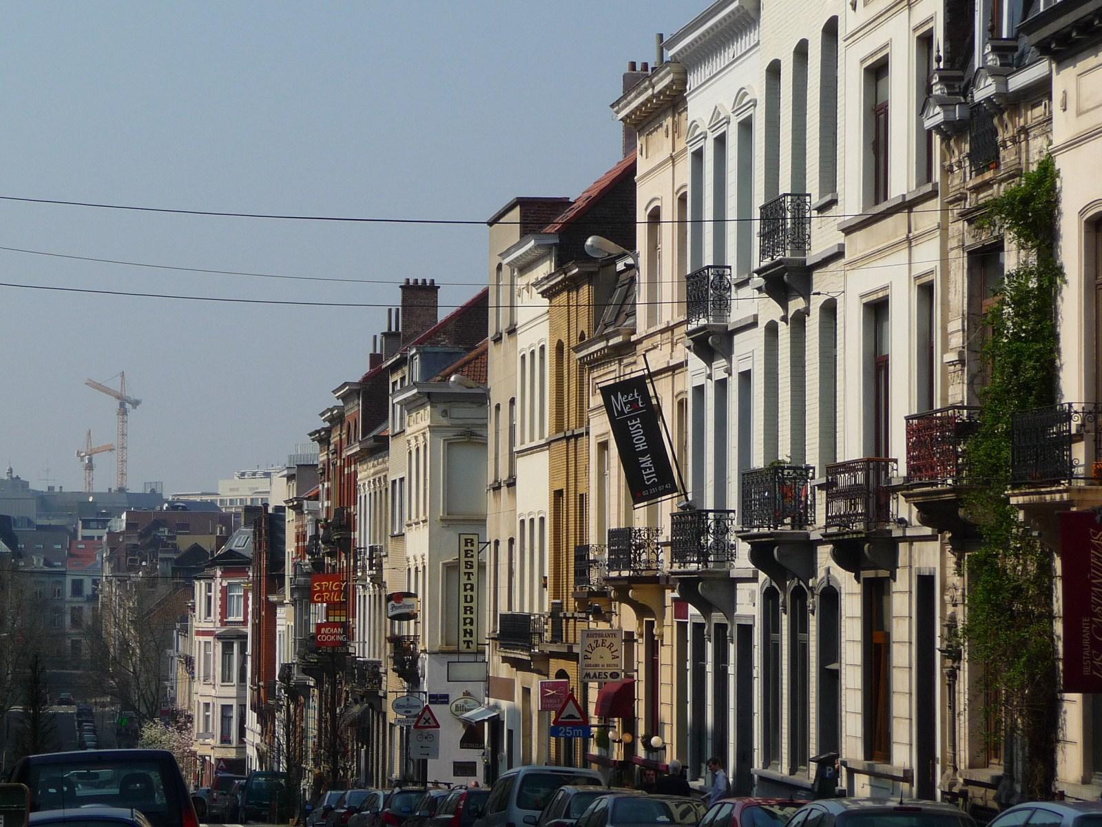 Vue de la rue Stevin côté pair, depuis le boulevard Charlemagne vers le centre-ville., 2009