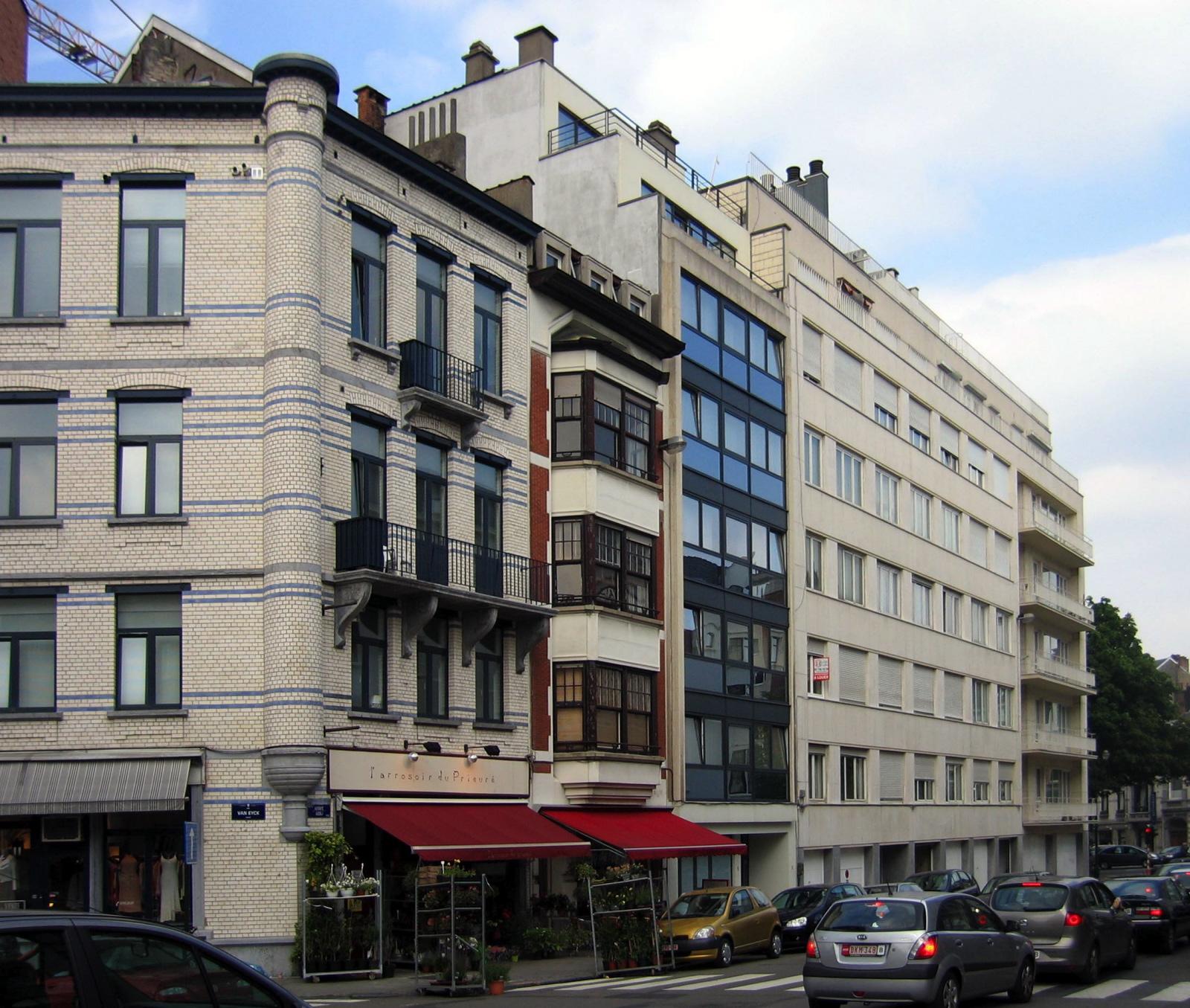 Rue de l'Abbaye, côté impair, vue depuis l'angle avec la rue Van Eyck., 2006