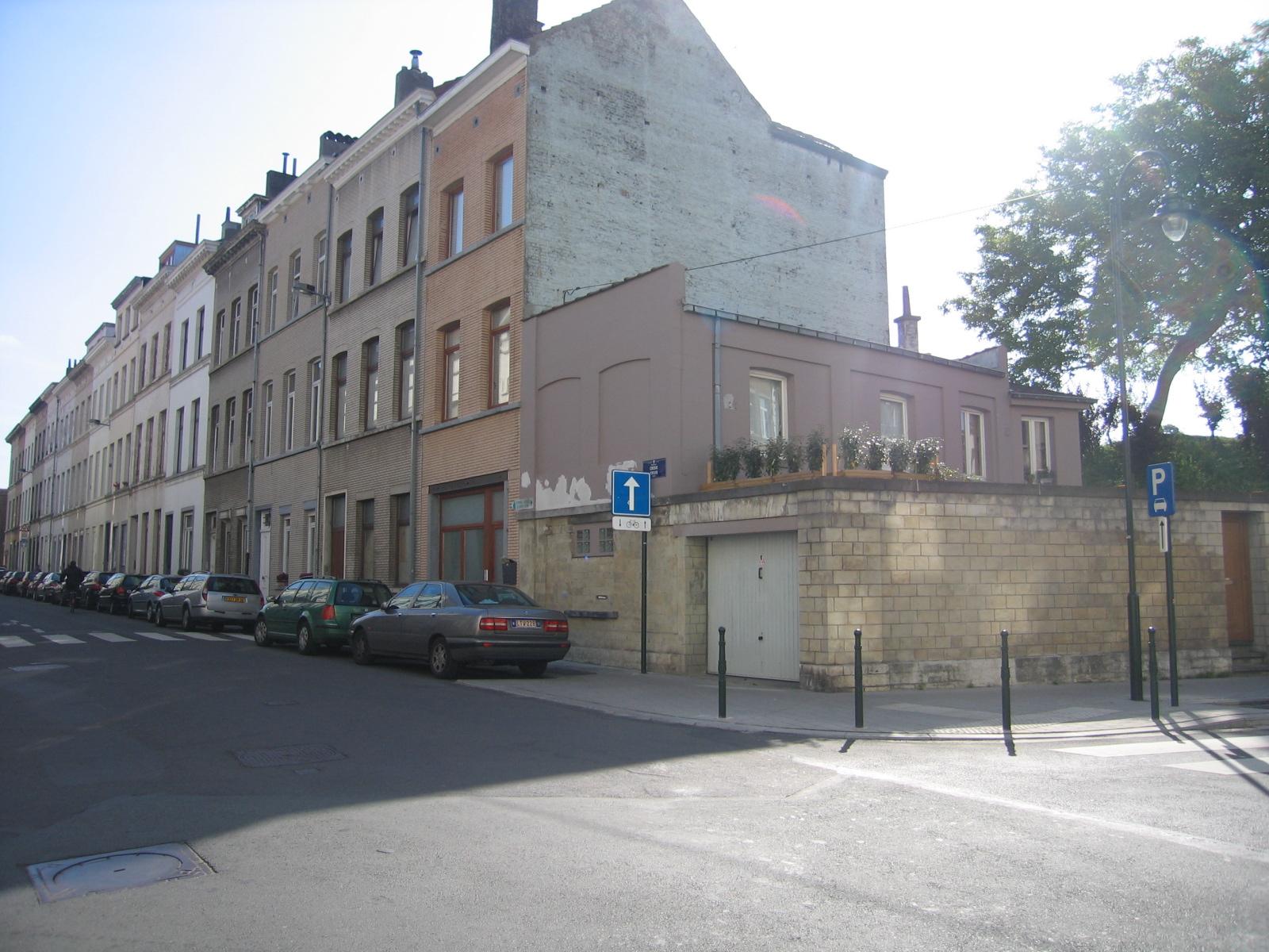 Kruisstraat, huizenrij op hoek met Verlaatstraat., 2006