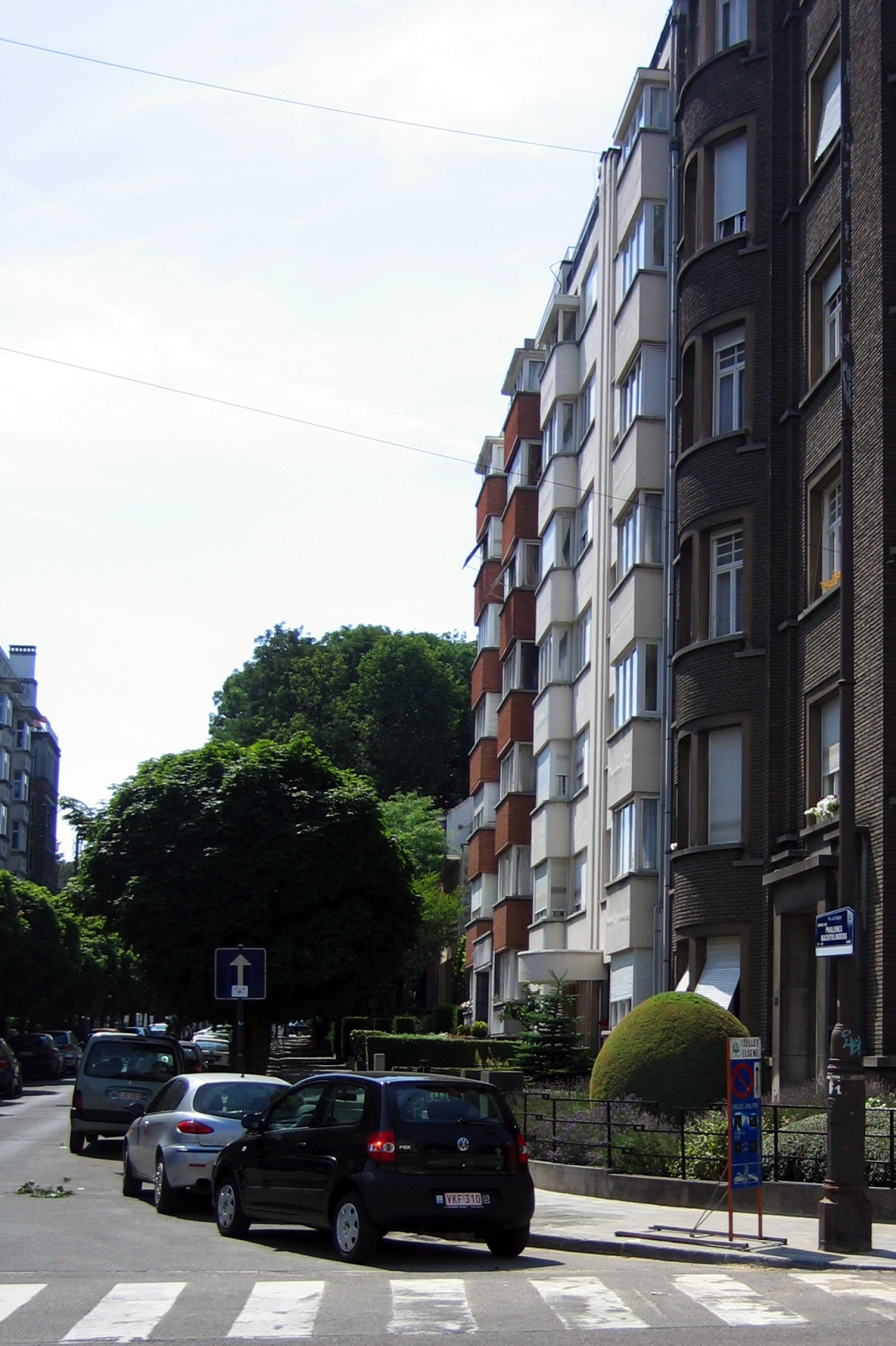 Vue de l'avenue des Phalènes, côté pair, depuis l'angle avec l'avenue du Pesage., 2006