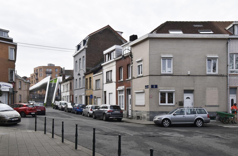 Rue Alfred Stevens, vue vers la passerelle menant à la rue Fransman© ARCHistory / APEB, 2018