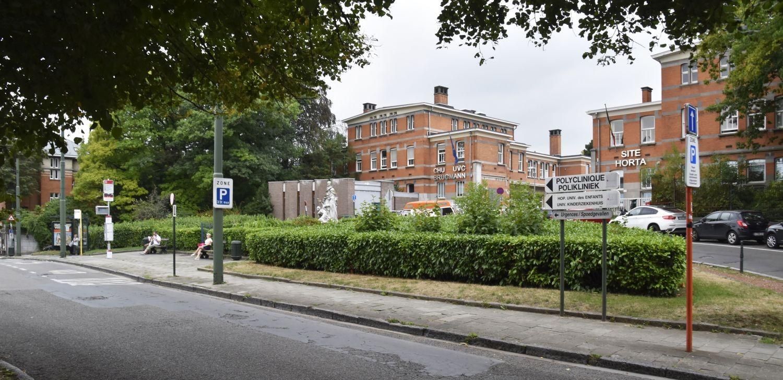Place Arthur Van Gehuchten, vue vers l'hôpital Brugmann© (© ARCHistory / APEB, 2018)