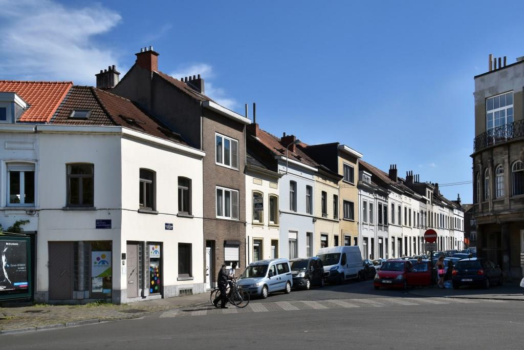 Rue des Chrysanthèmes, vue du premier tronçon côté impair depuis la rue des Artistes, 2017