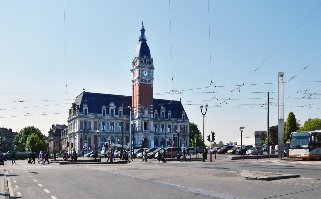 Place Émile Bockstael, vue vers l'ancien hôtel communal, 2017