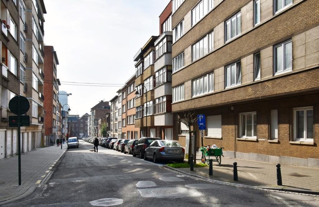 Rue François Lesnino, vue depuis la place Joseph Benoit Willems, 2017