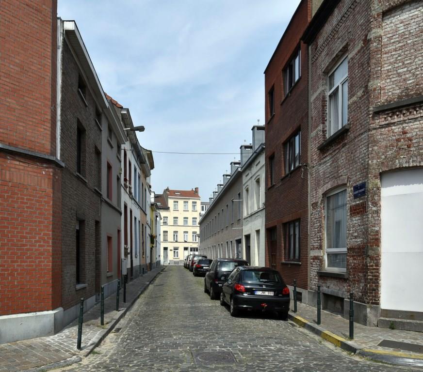 Rue Hubert Stiernet, vue du premier tronçon (ouest) vers la rue des Palais Outre-Ponts, 2017