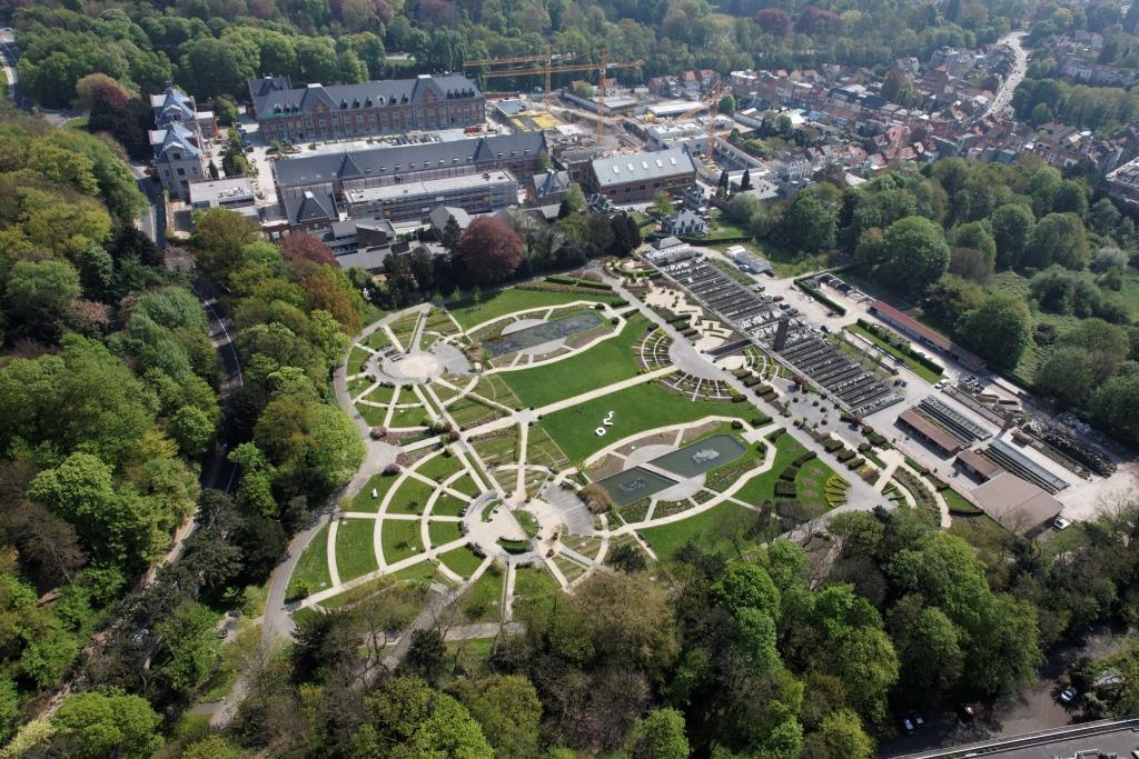 Vue aérienne des Jardins du Fleuriste et des serres en 2010© (Schmitt-GlobalView © SPRB)