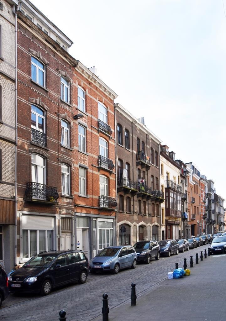 Rue Van Gulick, vue du côté pair vers la rue de Wautier, 2016