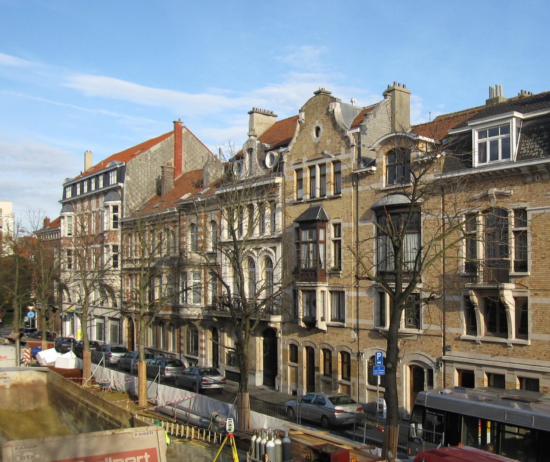 Avenue Eugène Plasky, vue du deuxième tronçon côté impair, 2010
