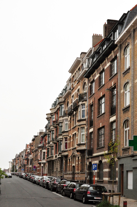 Rue Général Gratry, vue du côté impair depuis la rue de Linthout, 2011