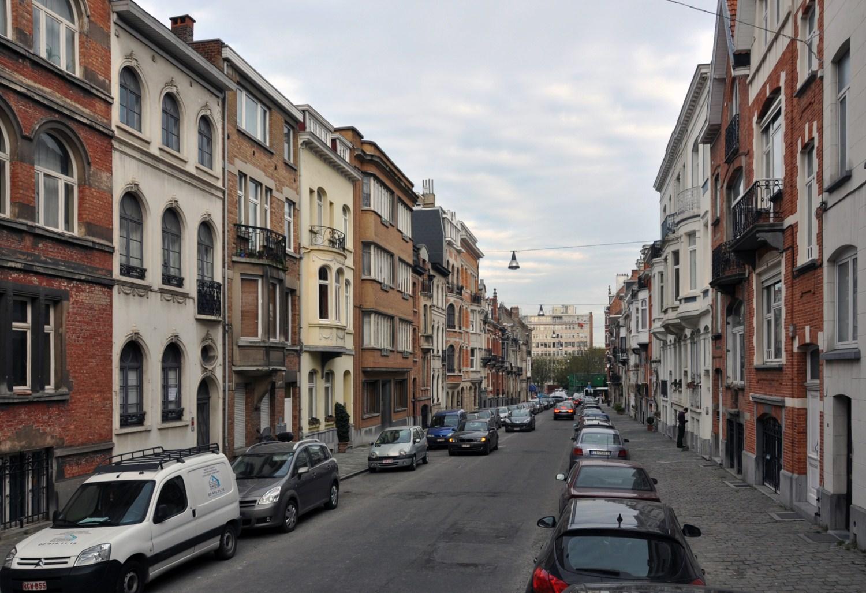 Rue Léon Frédéric, vue vers le square Eugène Plasky, 2011