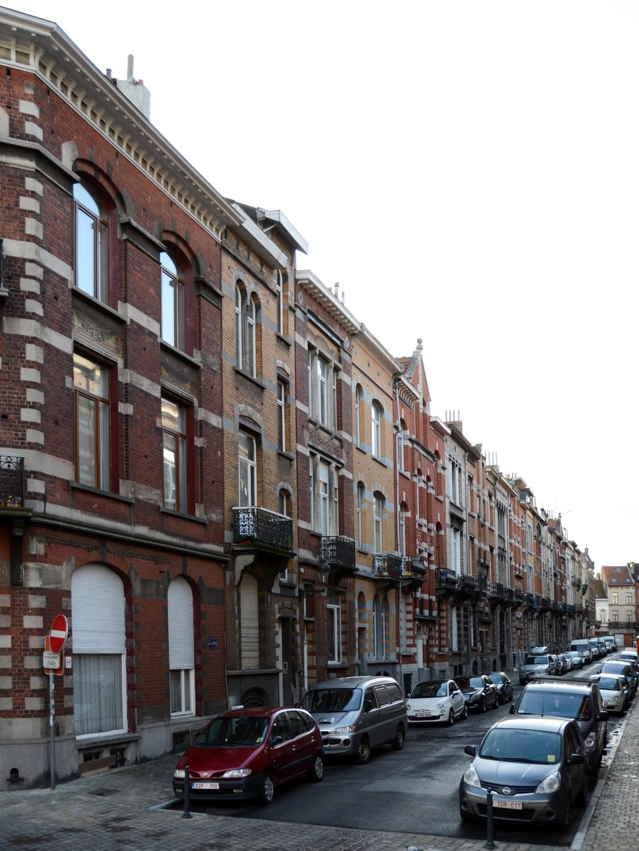 Rue Camille Simoens, vue du côté pair depuis l'avenue Voltaire, 2014