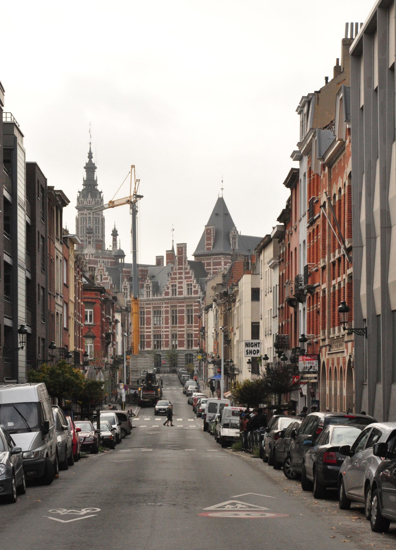 Rue Général Eenens, vue vers la place Colignon, 2013