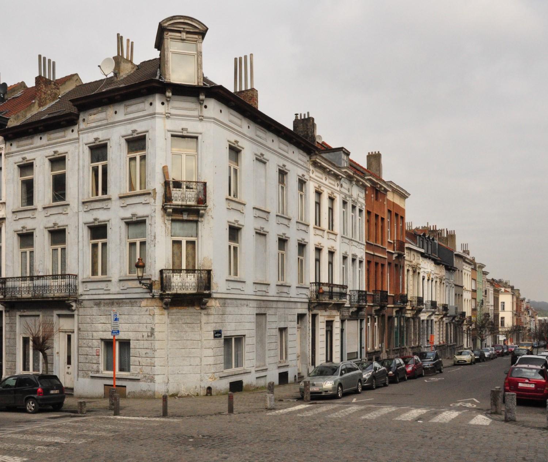 Rue Renkin, vue des deux derniers tronçons côté pair, depuis la rue Rubens, 2013
