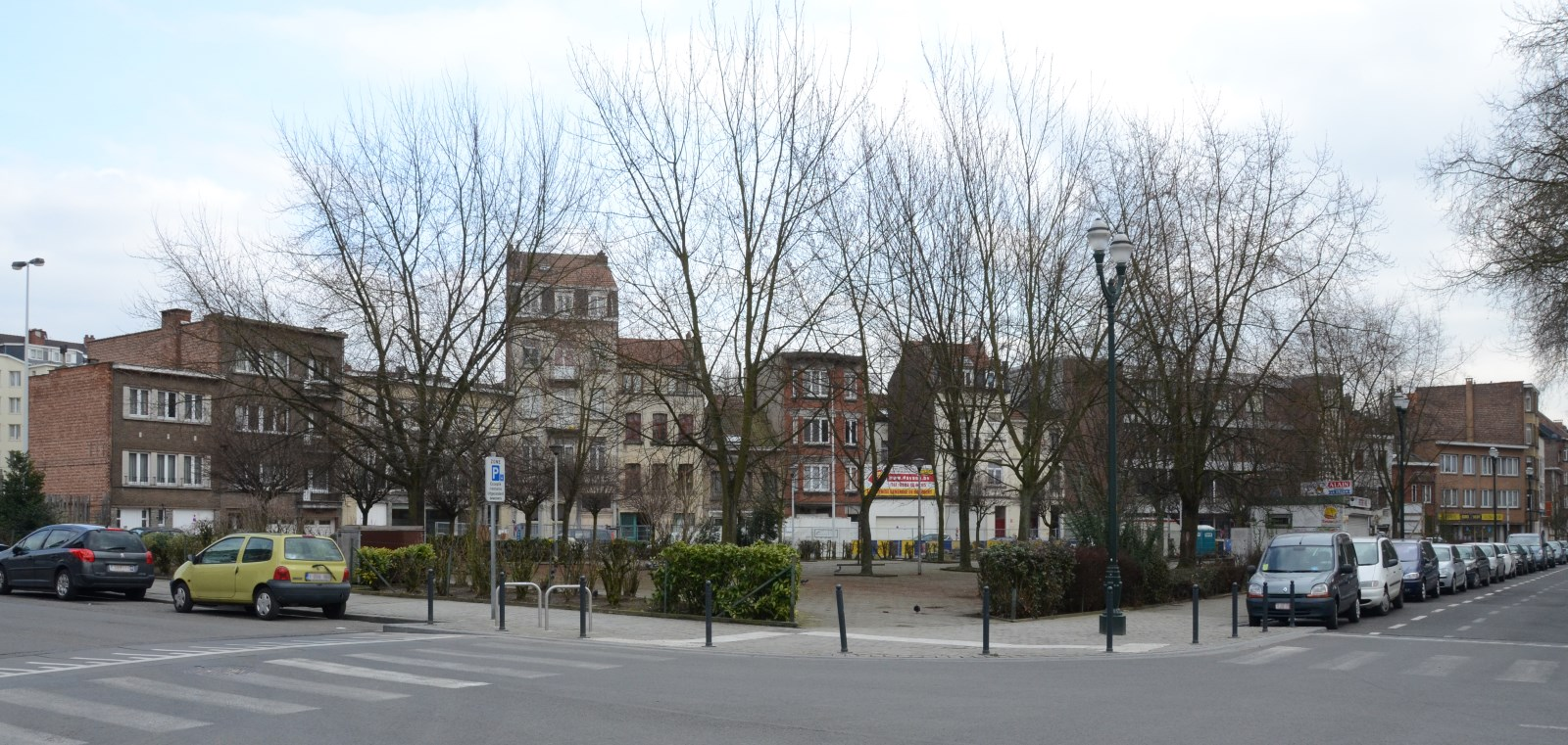 Rue Van Ysendyck, vue depuis l'avenue Voltaire, 2013