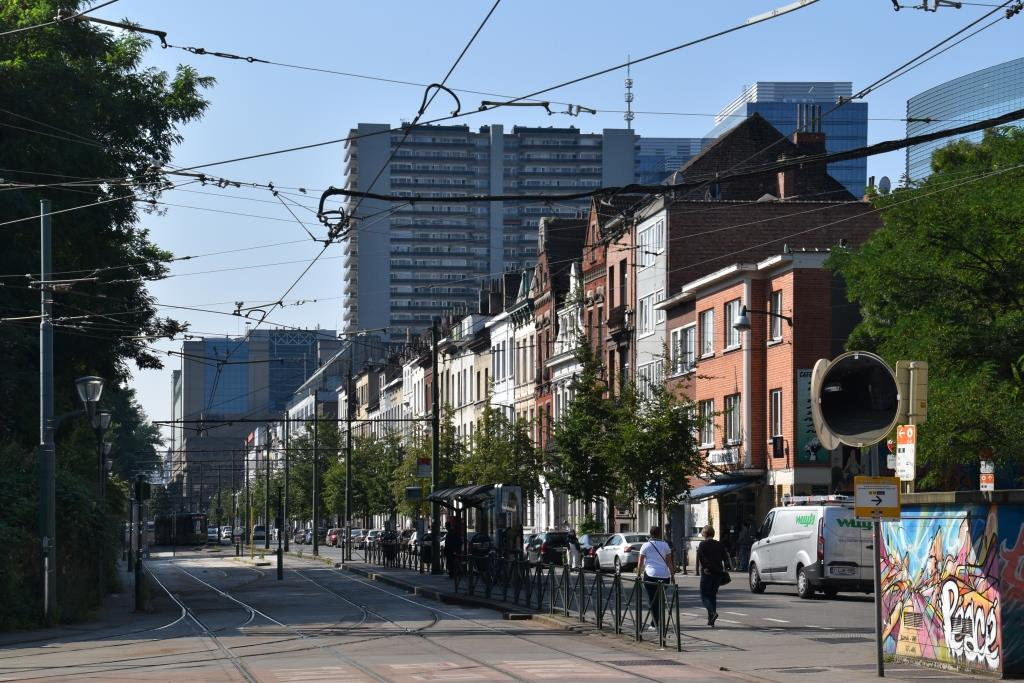 Rue du Progrès, vue depuis l'avenue Philippe Thomas vers la gare, 2016