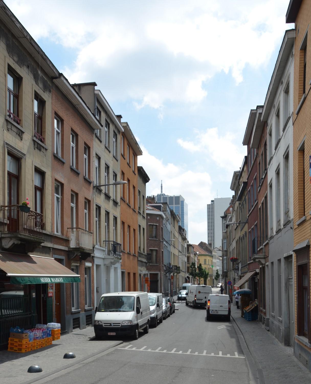 Rue Verte, vue depuis la rue Dupont vers le square Victoria Regina, 2014