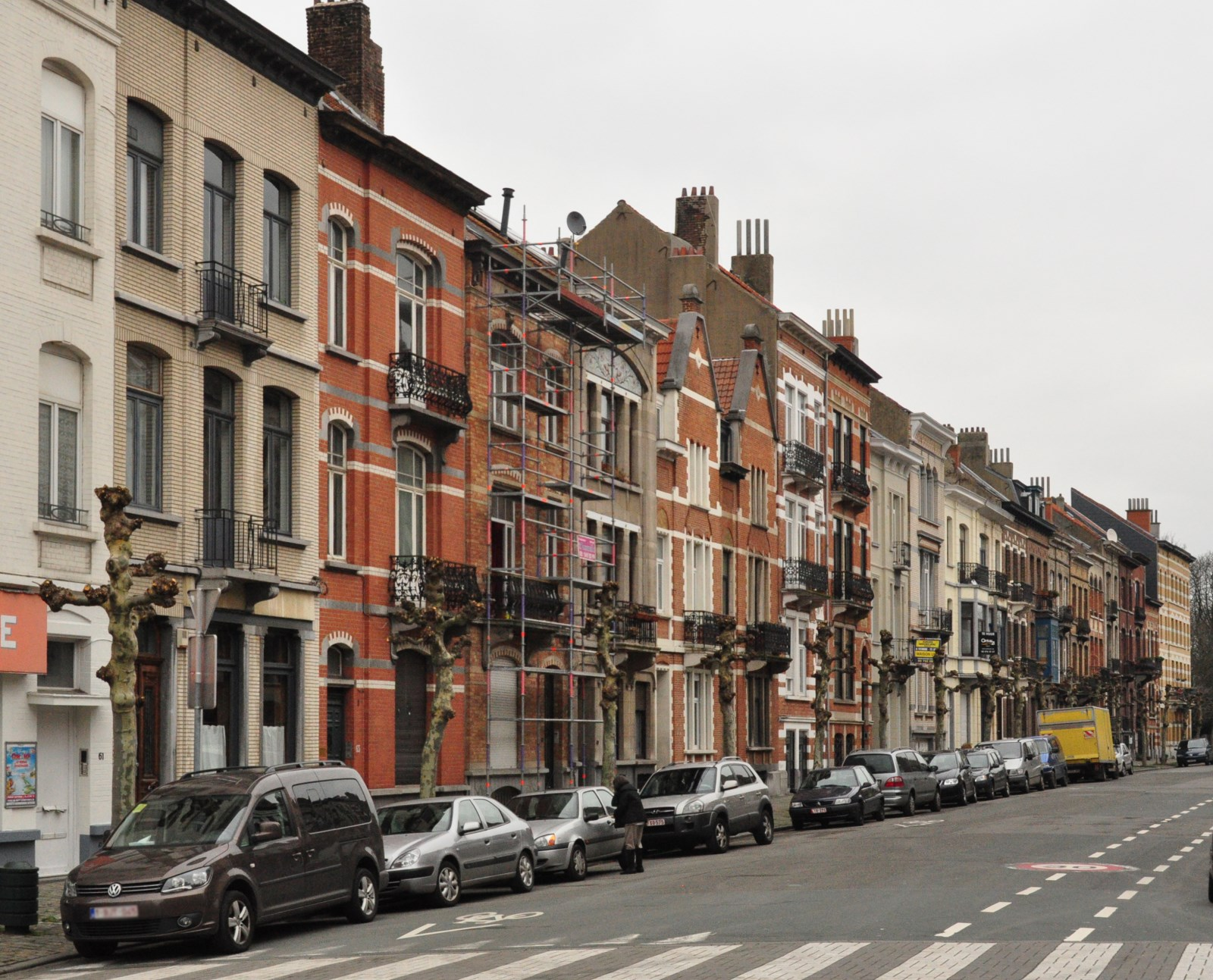Sleeckxlaan, tweede straatgedeelte, onpare zijde vanop het kruispunt met de Emile Verhaerenlaan, 2012