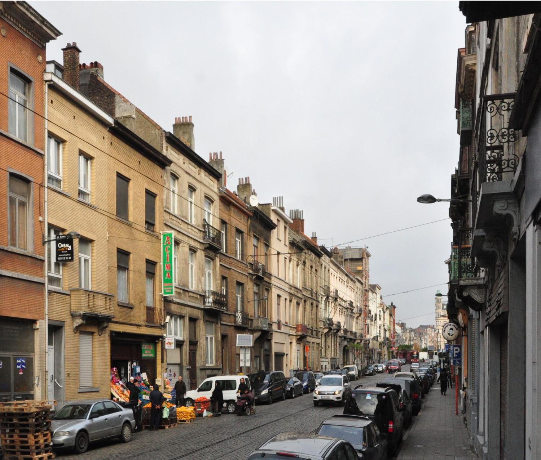 Rue Van Oost, vue vers la place Eugène Verboekhoven, 2013