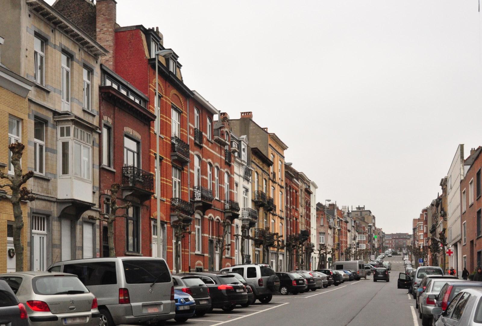 Rue Anatole France, vue depuis l\'avenue Georges Rodenbach, 2012