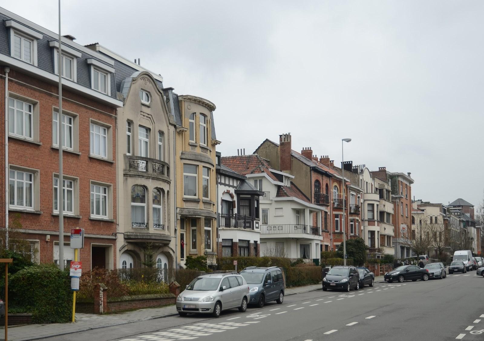 Avenue des Glycines, vue du côté pair depuis le boulevard Lambermont, 2012