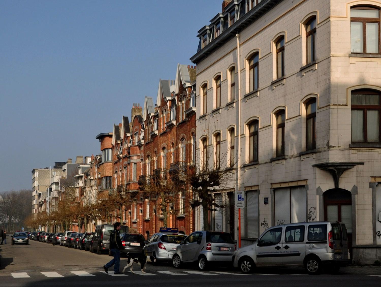 Rue des Chardons, vue du côté impair depuis l'avenue Rogier, 2011
