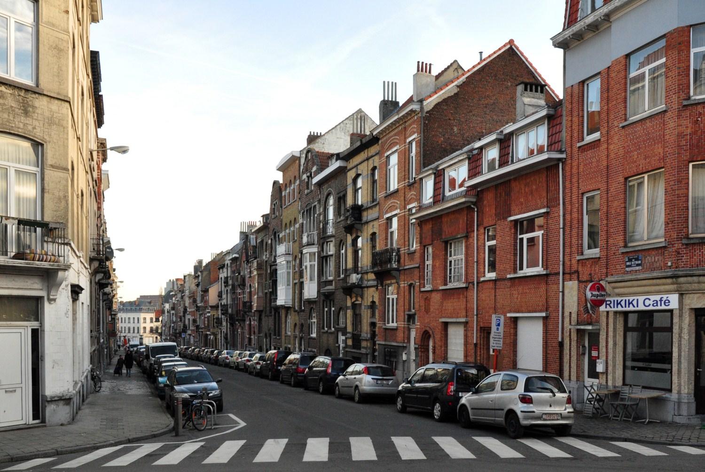 Rue Émile Wittmann, vue du côté impair vers l'avenue Rogier, 2012