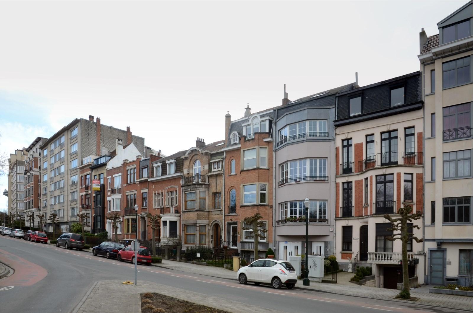 Avenue Ernest Cambier, vue depuis le rond-point de l\'avenue Chazal, 2013