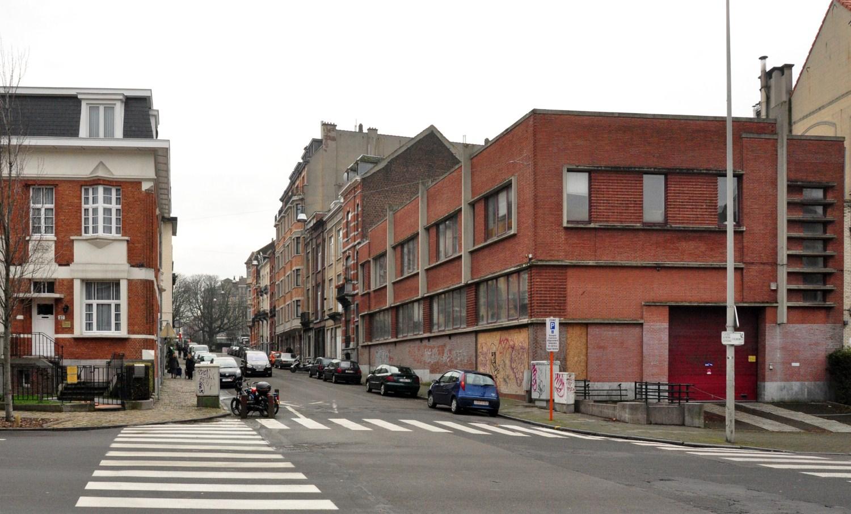 Rue Godefroid Devreese, vue du premier tronçon côté pair vers la place des Bienfaiteurs, 2012