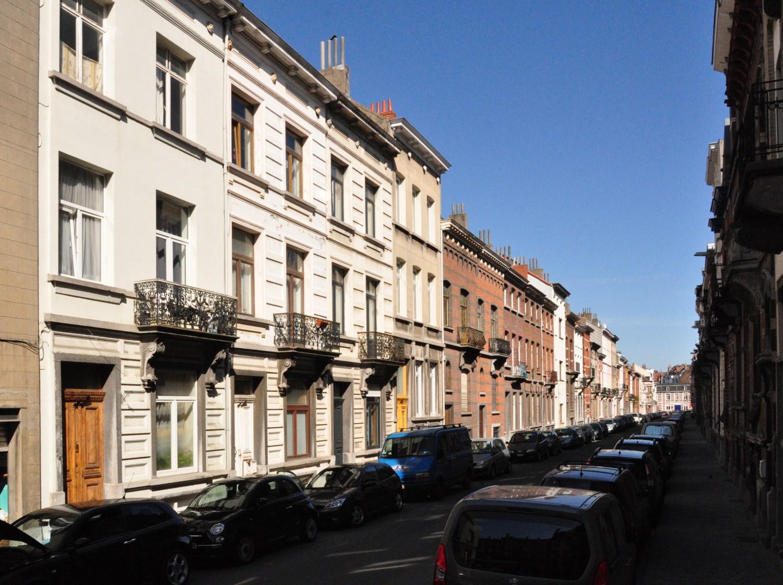 Rue Albert de Latour, vue du côté pair depuis la rue de la Consolation, 2012