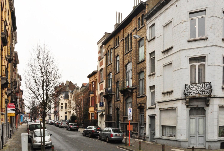 Rue Auguste Lambiotte, vue du deuxième tronçon côté pair vers l'avenue Chazal, 2012