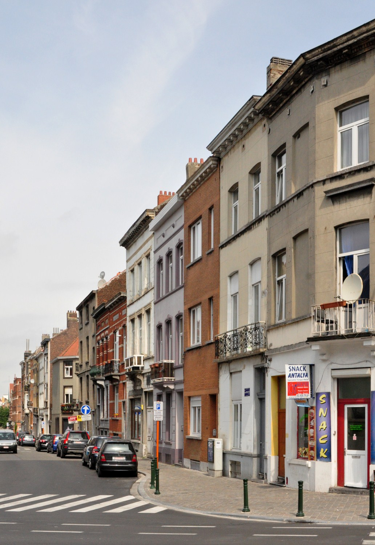 Rue Thomas Vinçotte, vue du côté pair depuis la chaussée de Louvain, 2012