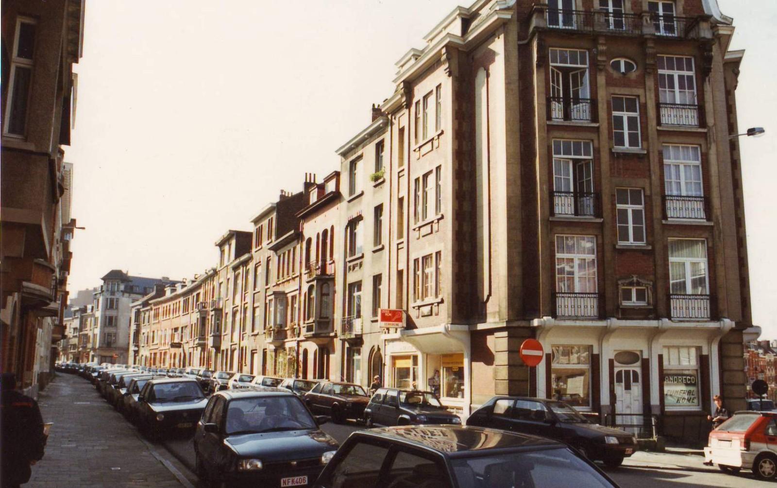 Vlieger Thieffrystraat, onpare zijde vanuit de Pervijzestraat., 1994