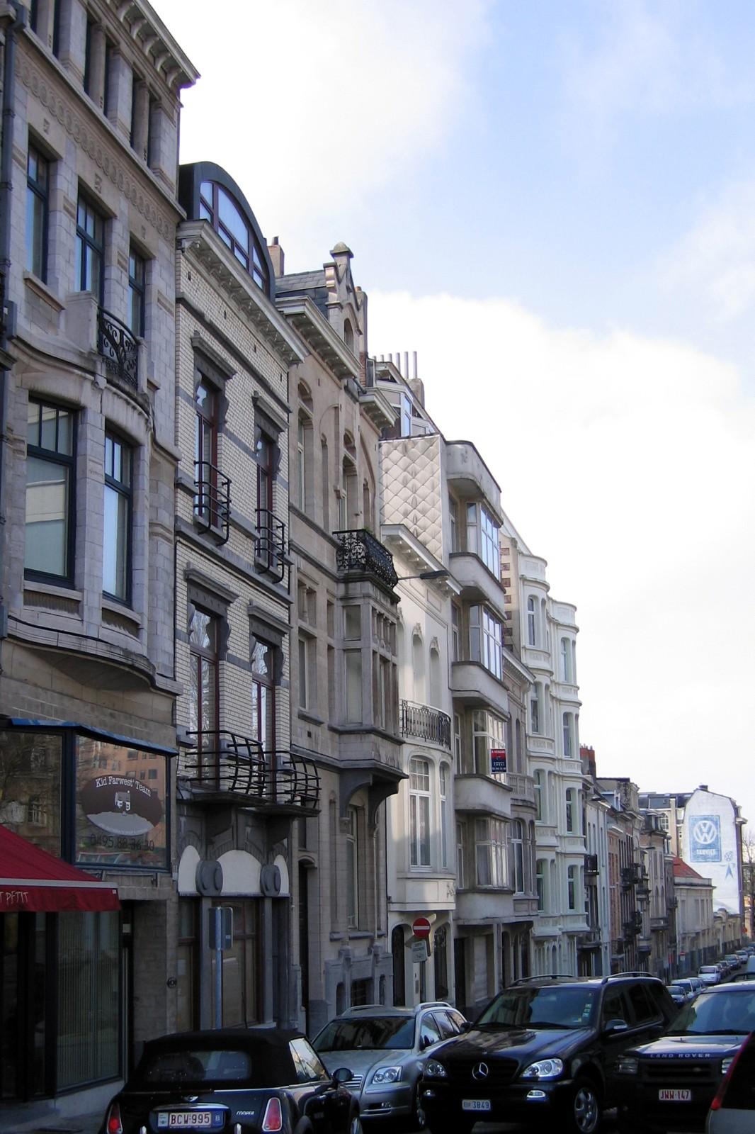 Rue des Bataves, côté pair, vue vers la rue Père de Deken., 2007