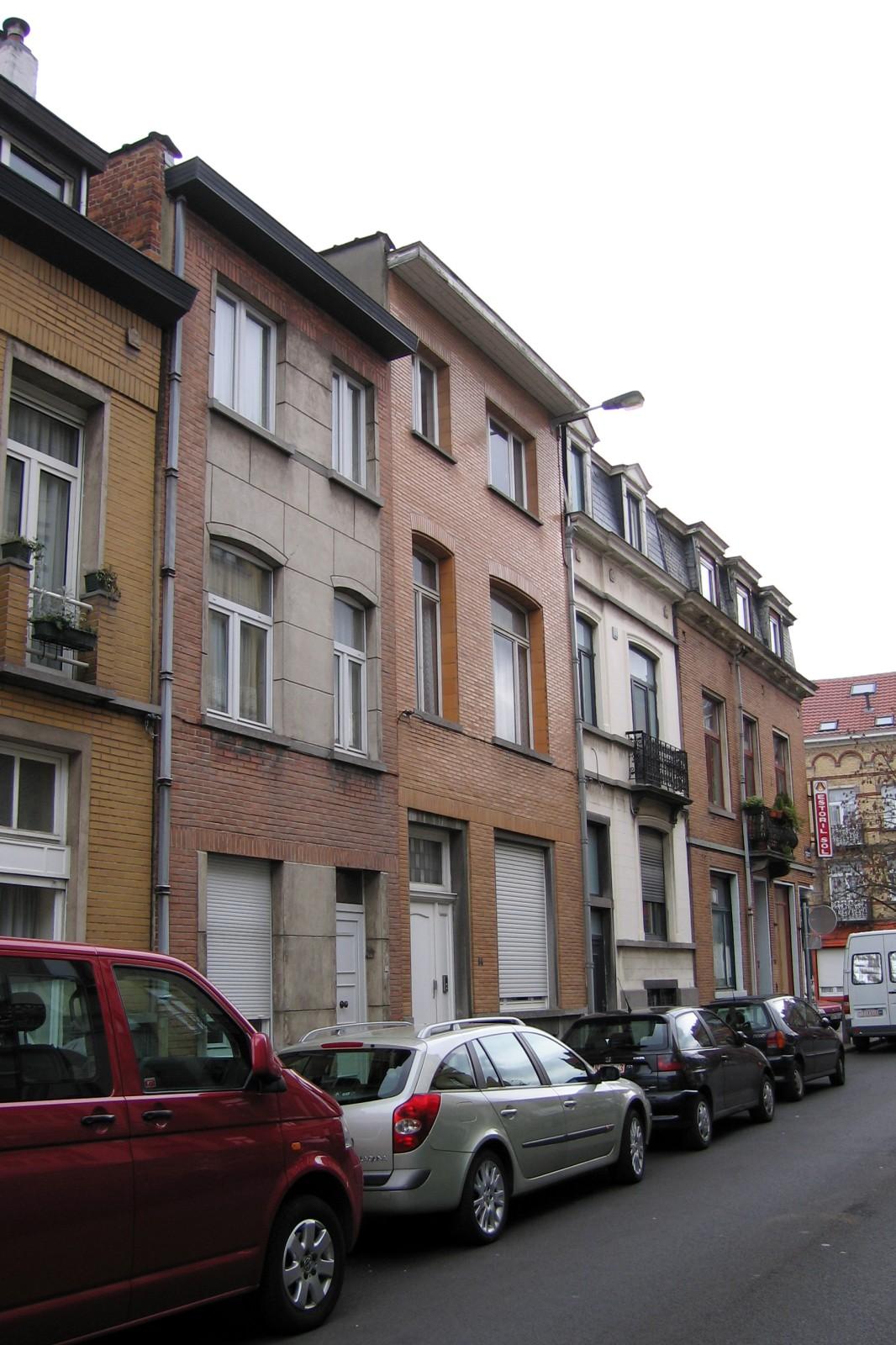 Rue du Brochet, derniers numéros côté pair, vers la rue de Theux., 2007