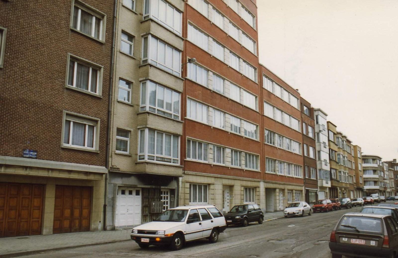 Rue Cardinal Lavigerie, enfilade côté pair depuis le boulevard Louis Schmidt., 1994