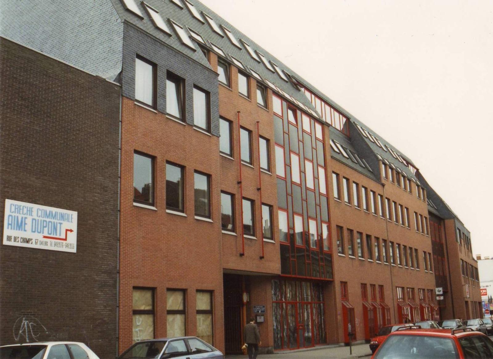 Rue des Champs 41 à 67, le Centre Administratif de la Poste construit en 1978 par l\'ingenieur-arch. J. GODEFROID., 1994