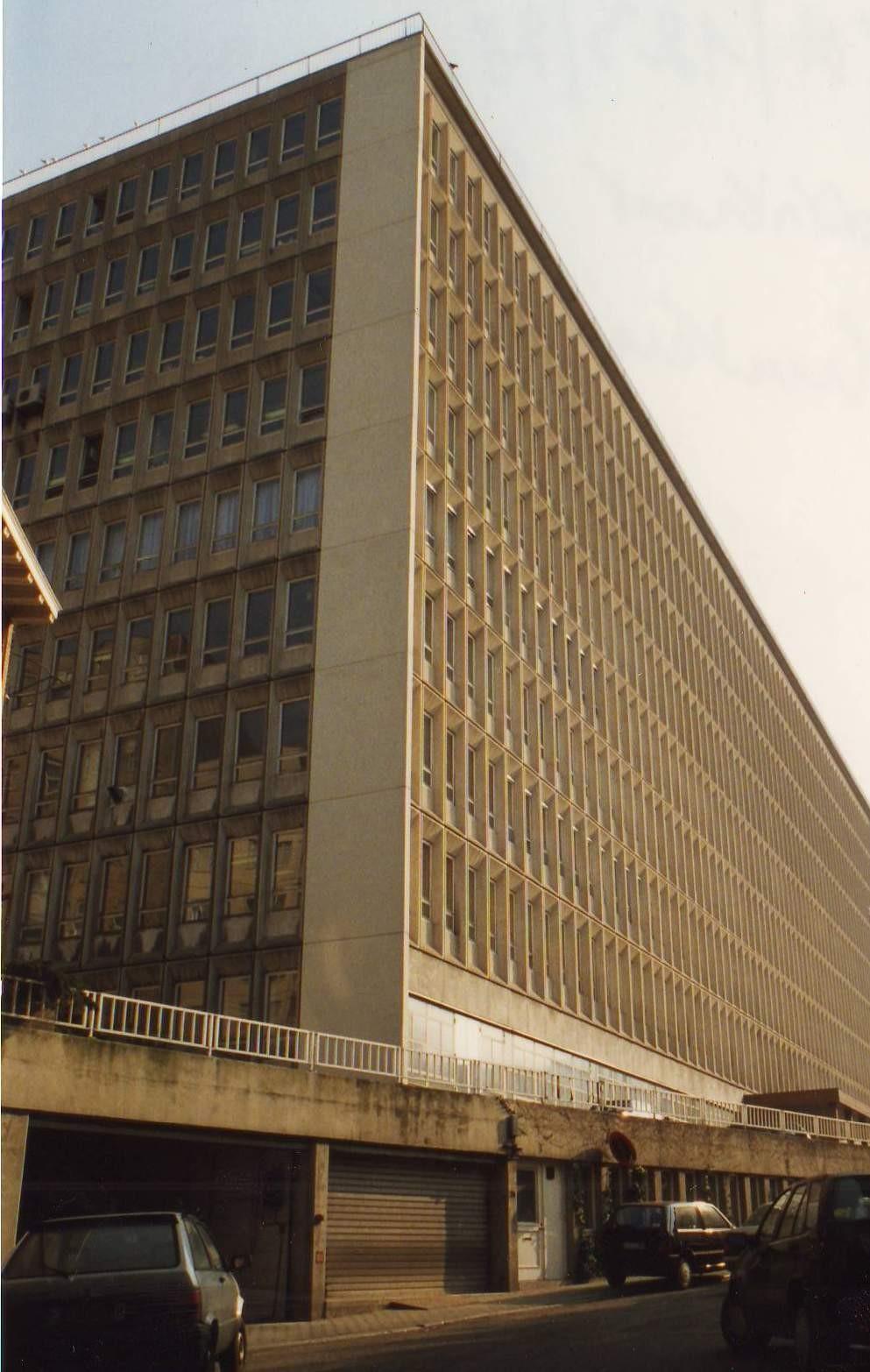 Rue Demot, bâtiment du ministère des Affaires économiques conçu en 1964., 1994
