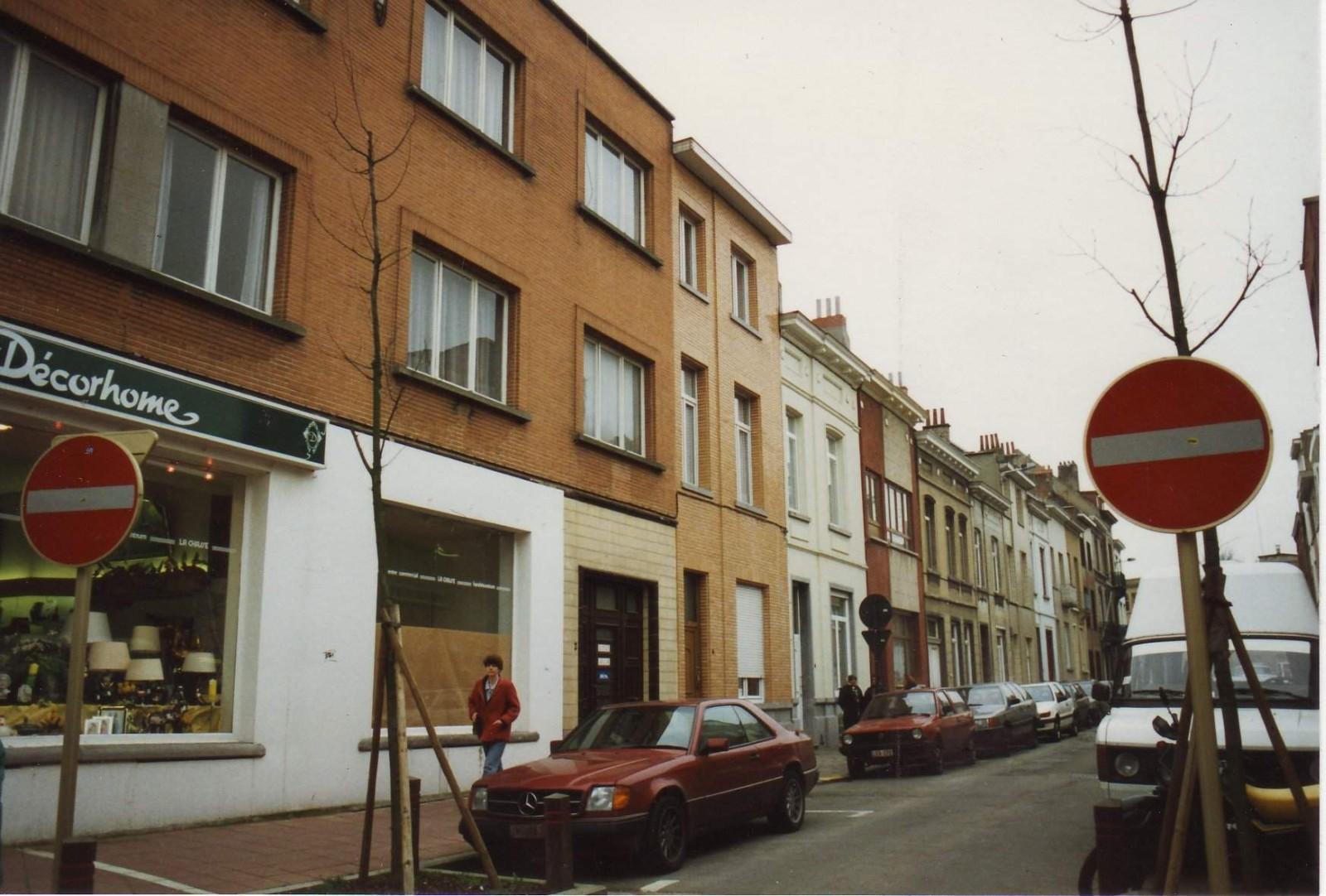 Rue de l\'Egalité, enfilade côté impair depuis la chaussée de Wavre.
