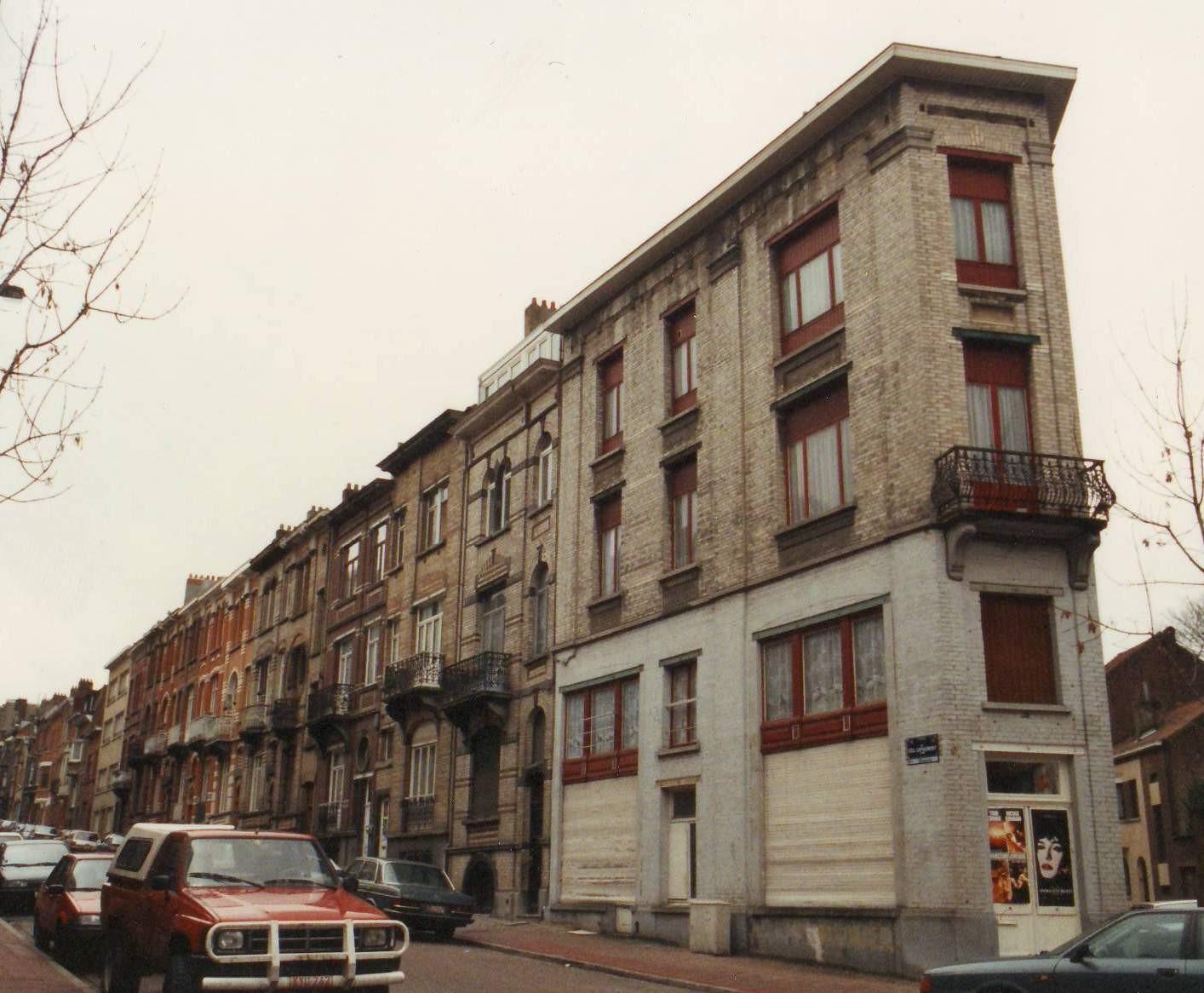Generaal Capiaumontstraat, huizenrij onpare zijde vanuit de de Theuxstraat., 1993