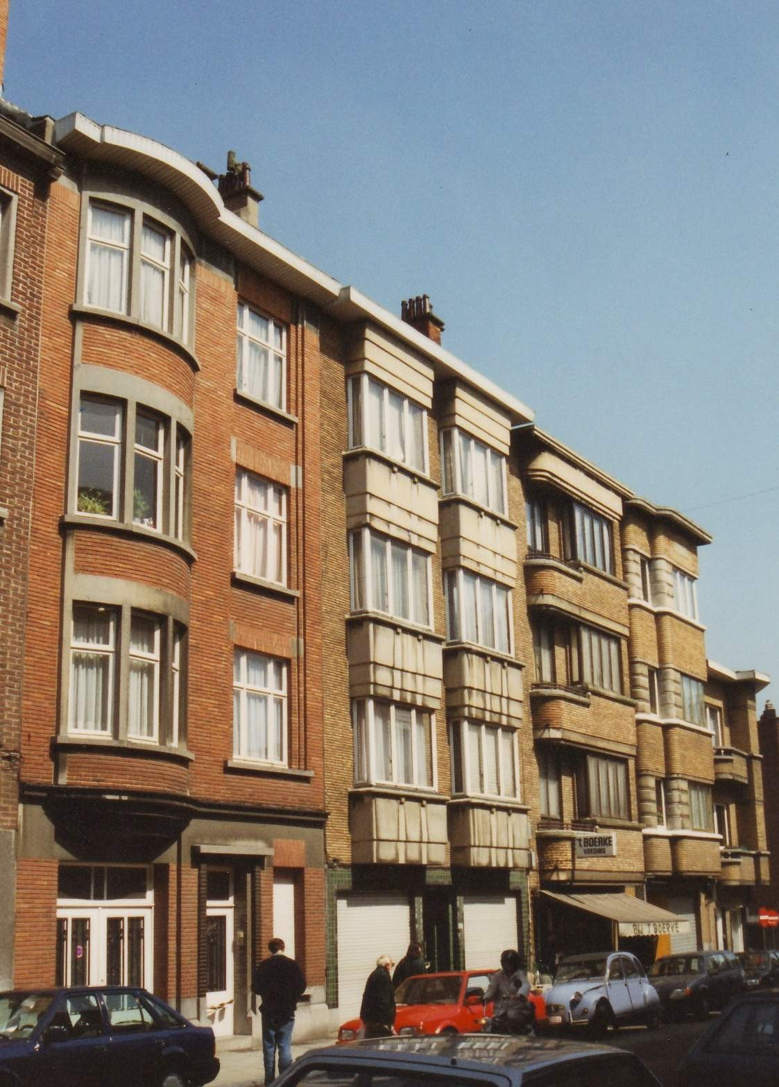 Rue Général Fivé 26 à 32, enfilade des maisons de rapports construit en 1936 par l\'arch. C.P. Meskens., 1994