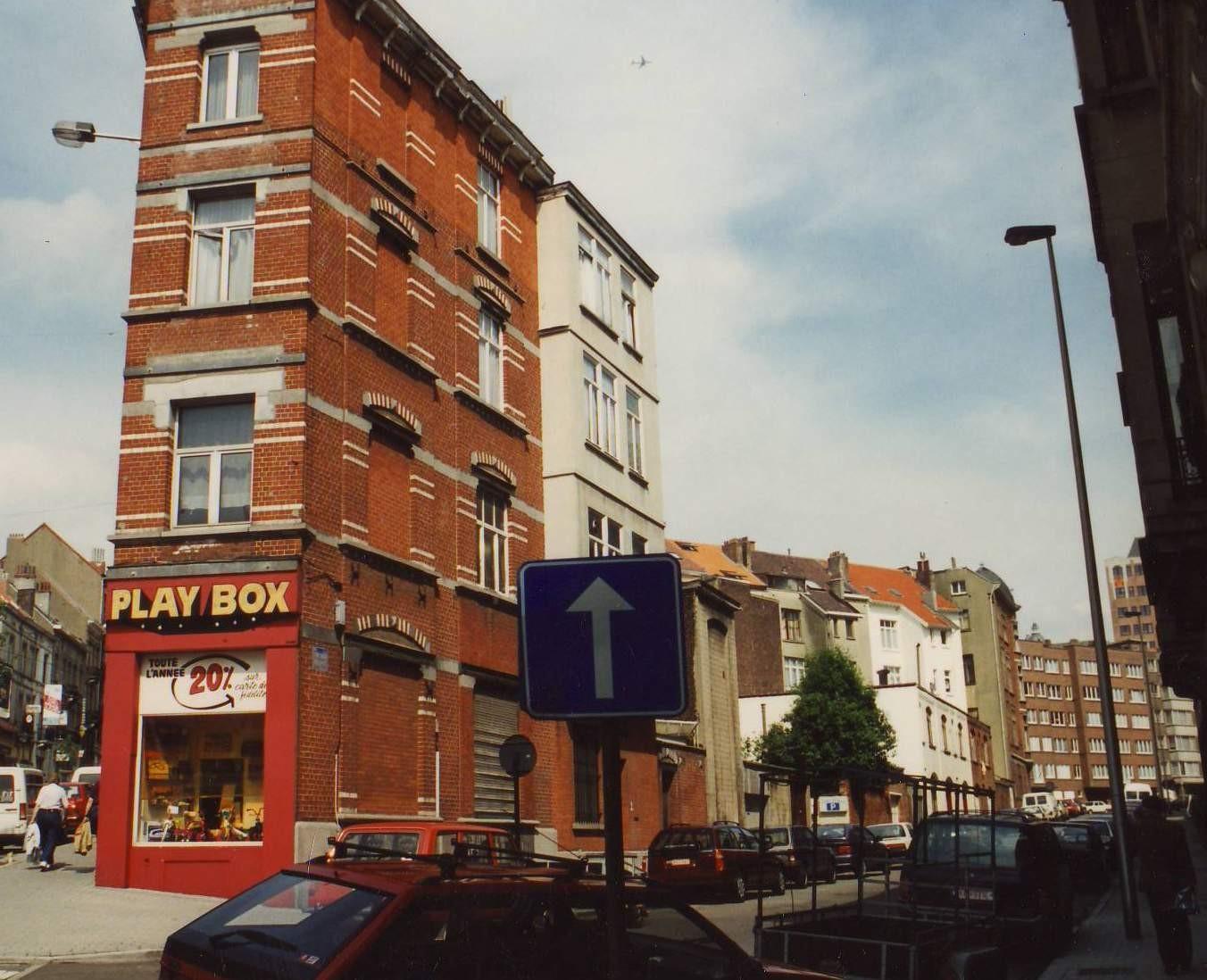 Rue de la Jonchaie, côté pair, vue depuis la place Saint-Pierre., 1994