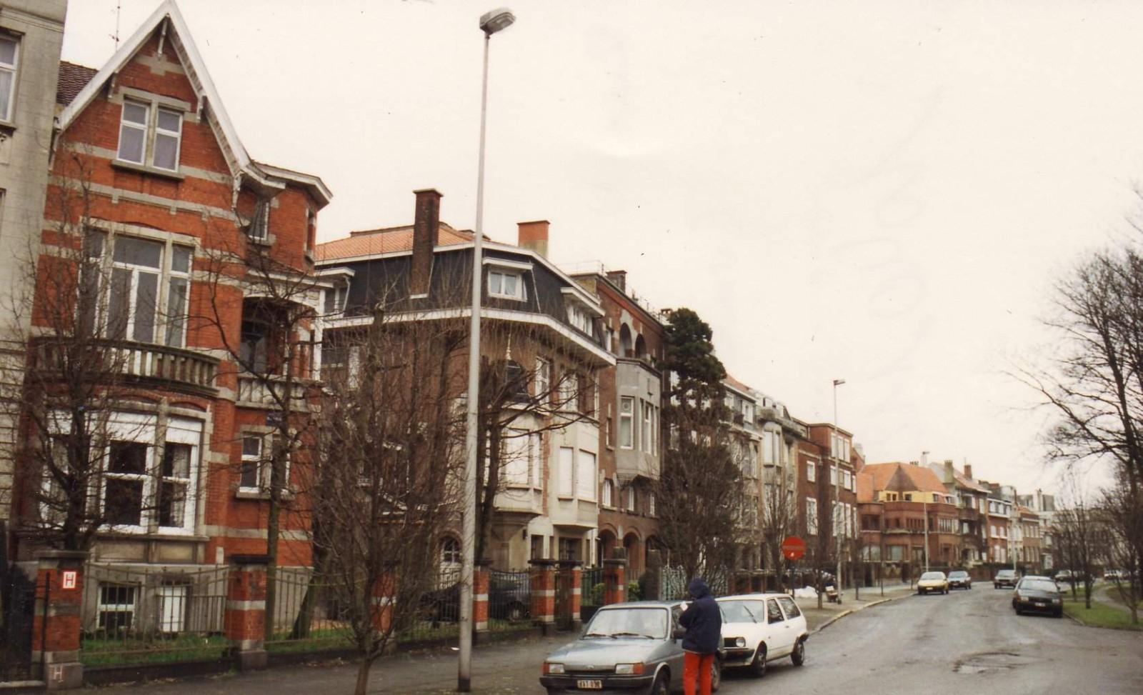 Nestor Plissartlaan, huizenrij aan pare zijde., 1993