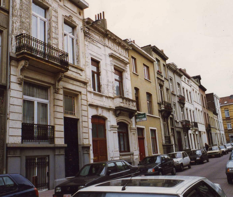 Rue de l\'Orient, enfilade côté pair vers la rue de Theux., 1993