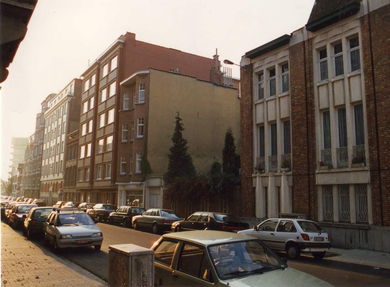 Rue des Taxandres, enfilade côté impair vers la rue Père De Deken., 1993