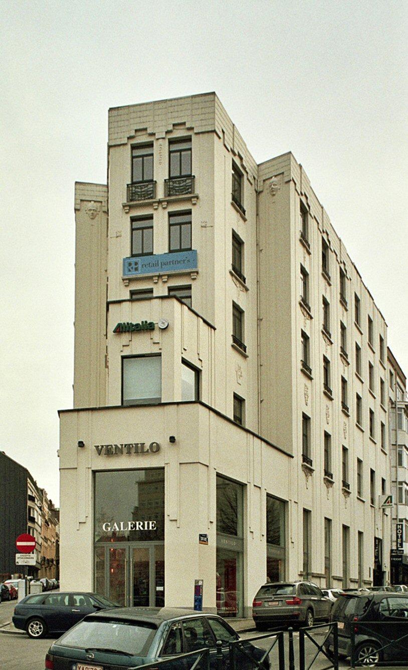 Rue Capitaine Crespel 2, ancienne banque, transformée en style Art Déco (architecte Albert Herent, 1928)., 2009